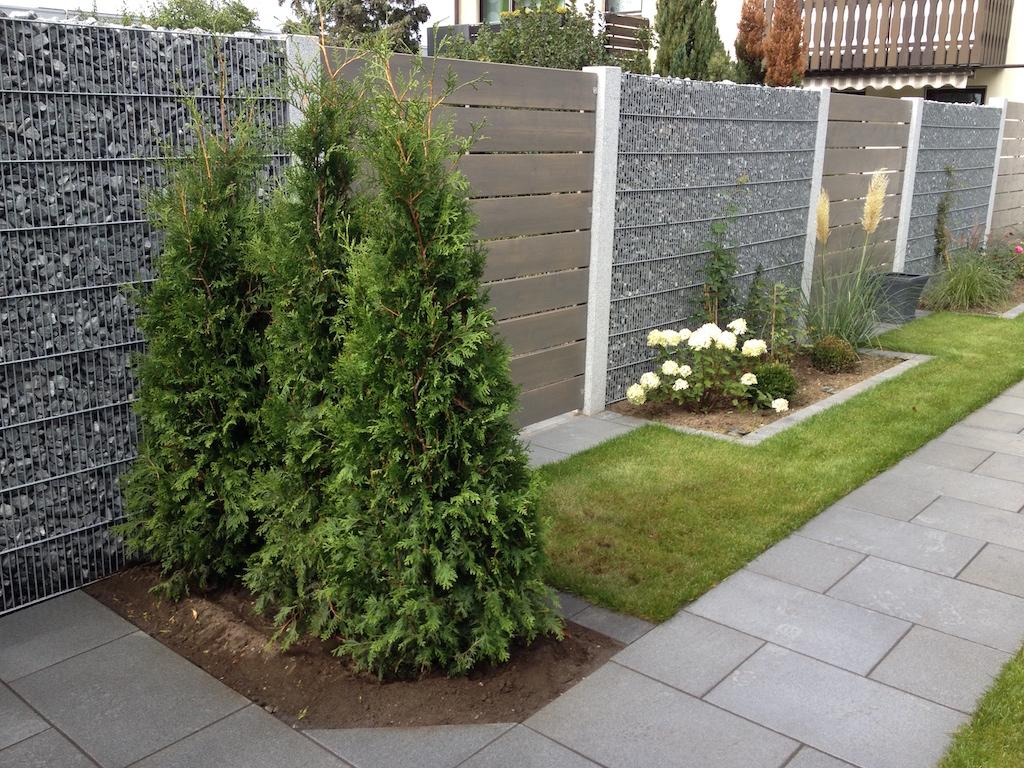 149 gartengestaltung vor zaun gartengestaltung kleiner for Gartengestaltung zaun